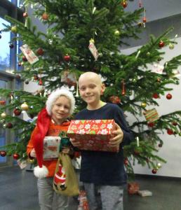 Weihnachtswichteln mit jungen Krebspatienten am WPE.