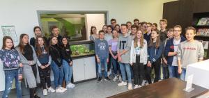 Die Klasse 8a des Gymnasiums Broich hat auf ihr vorweihnachtliches Wichteln verzichtet und die eingesparten 220 Euro stattdessen dem WPE gespendet.